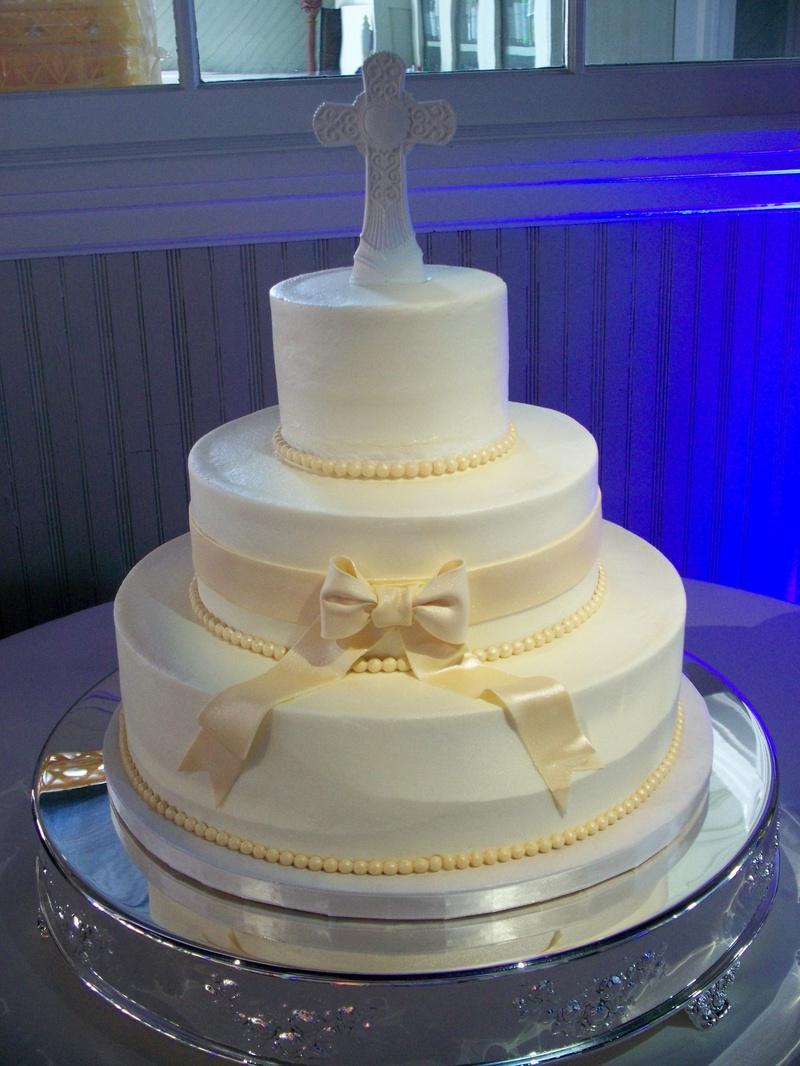 Pearls and Bow wedding cake