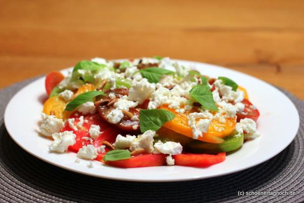 Tomaten-Feta-Salat mit Vanille-Zitronen-Sirup
