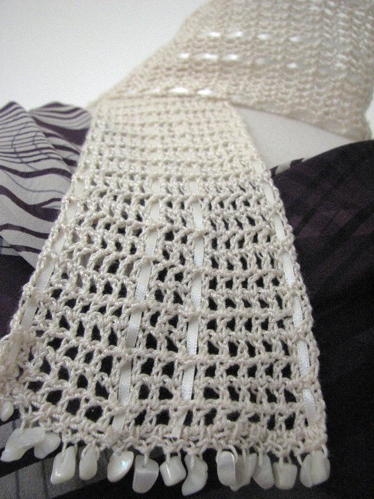 Short crochet scarf - trellis