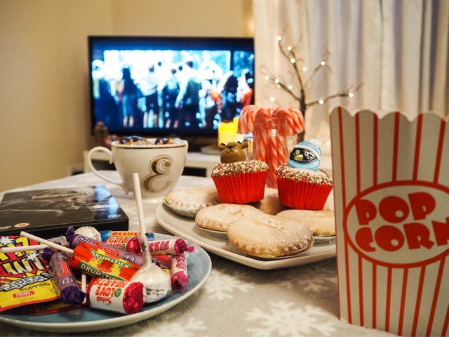 lifestyle-movie-film-night-jurassic-world-christmas-treats-family-night-in