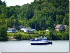 Same tour boat