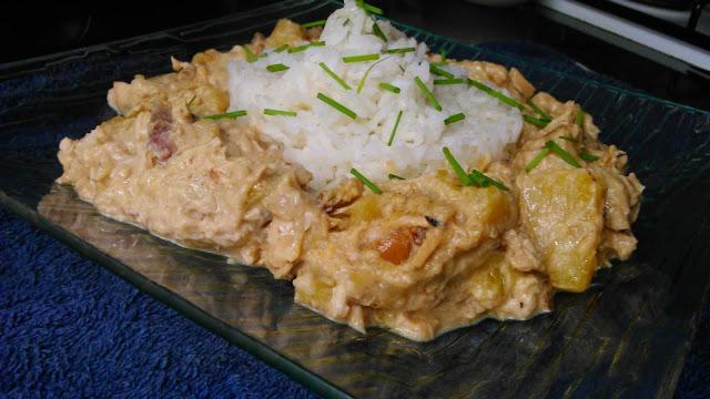 Pollo con piña, garam masala y anacardos