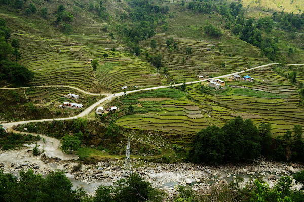 поля склон террасы горная река непал