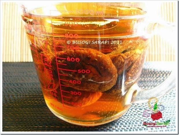 SOAKING DRIED CHINESE MUSHROOMS © BUSOG! SARAP! 2011
