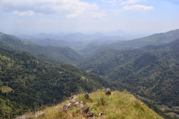 Вид с Малого Пика Адама на горы, Элла, Шри Ланка