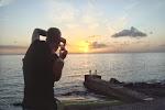 Jos knipt de zonsondergang in Paul do Mar.JPG