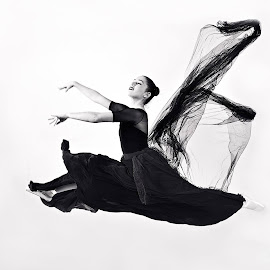 Coming by Renata Apanaviciene - People Musicians & Entertainers ( female, speed, performance, gilr, artistic, lady, nice, jum, motion, ballet, ballerina )