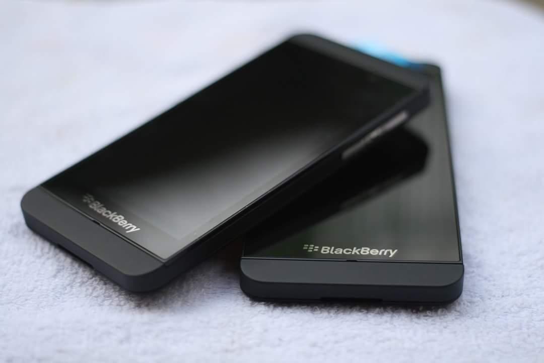 blackberryhub ikeja blackberry z10 smartphone at blackberryhub stores 22. Black Bedroom Furniture Sets. Home Design Ideas
