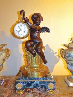 """Красивые настольные часы """"ПУТИ"""". 19-й век. Мрамор, золочёная бронза, патина. 29/29/65 см."""
