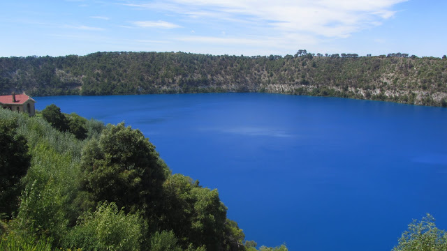 Mount Gambier's stunning Blue Lake, which fills an extinct volcanic crater.