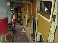 800px-Hundertwasser-Kindergarten_(6)
