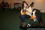 Jóvenes guitarristas probaron las guitarras en Exposición de Guitarrería, Materiales. Marina Payá.
