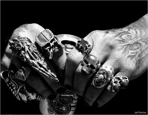 7402580-skull-rings1 - copia