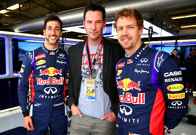 Киану Ривз с Даниэлем Риккардо и Себастьяном Феттелем в боксах Red Bull на Гран-при США 2014