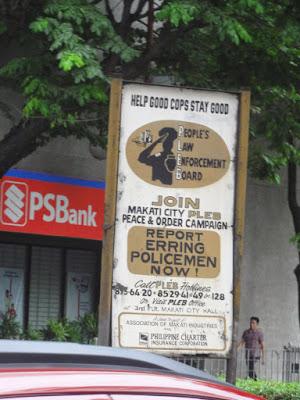 En plakat som advarer mot korrupt politi.