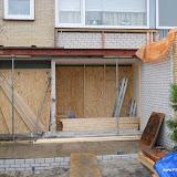Klaar om het dak erop te maken, oranje zeil is om  te voorkomen dat de spauw volloopt met regenwater