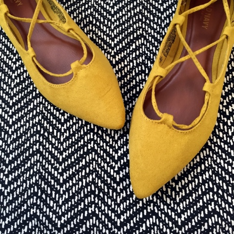 mom style, lace up flats, kendra scott, herringbone skirt