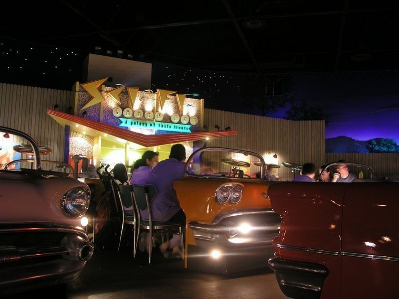 sci-fi-dine-in-theater-9