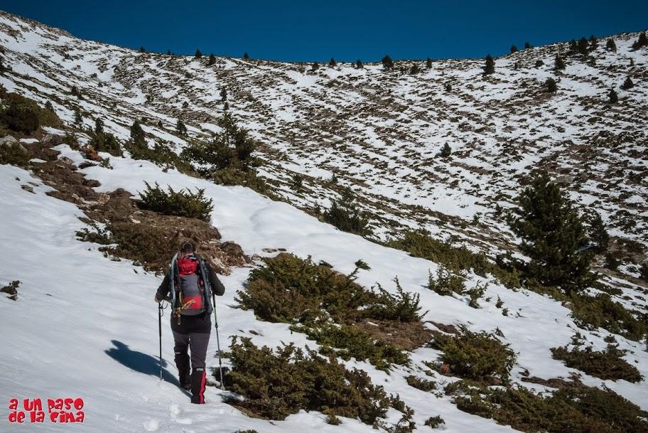 Con nieve cada vez más profunda y costosa de progresar. © aunpasodelacima