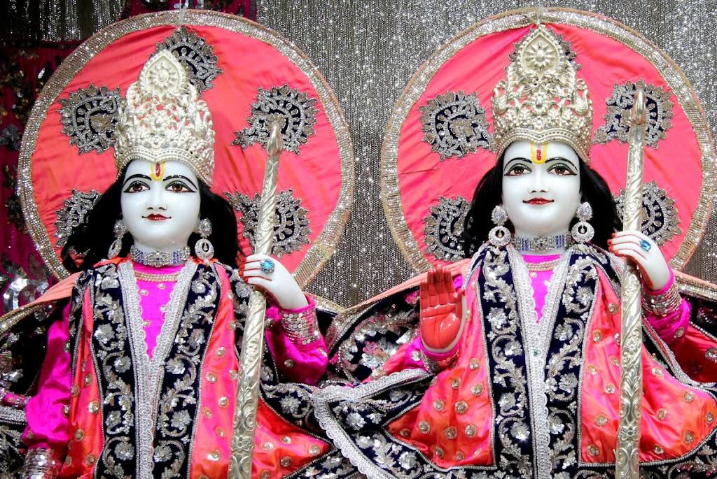 ISKCON Juhu Mangal Deity Darshan 14 Jan 2016 (22)