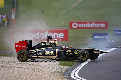 Ник Хайдфельд летит в гравий на Гран-при Германии 2011