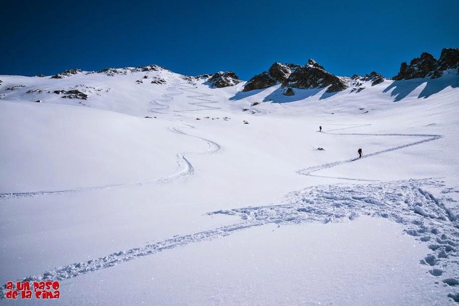 Bajo la cima del Pico de Brazato. © aunpasodelacima