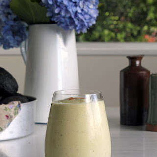 Banana, Avocado & Walnut Breakfast Smoothie
