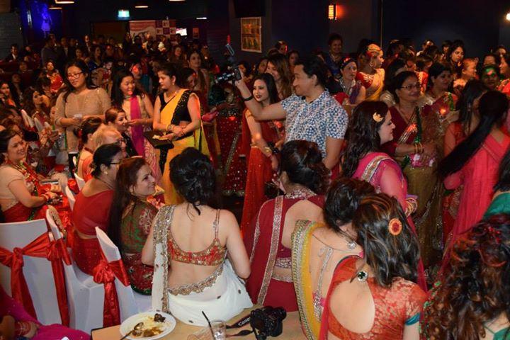 saree back desi girls