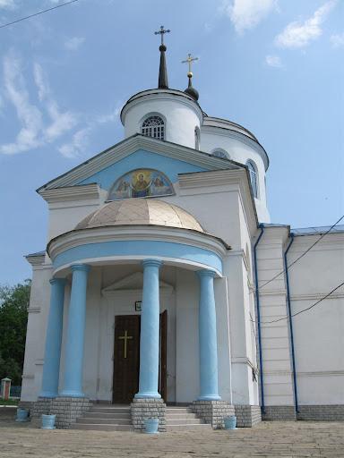 вход в храм в пархомовке