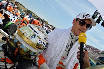 Адриан Сутиль дает интервью на стартовой решетке Гран-при Венгрии 2013