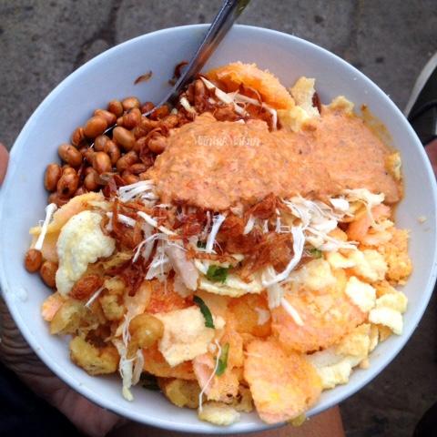 rekomendasi-sarapan-enak-maniak-makan-bubur-ayam-terenak-se-karet-sudirman