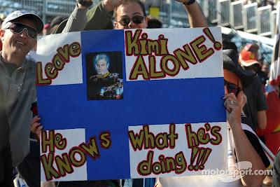 болельщики Кими Райкконена с баннером на Гран-при США 2012