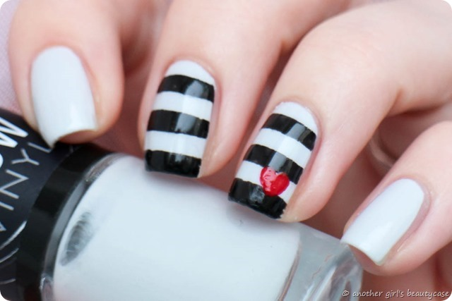 Nailartapr Challenge Pop of color heart nautical black and white nailart nail art-5