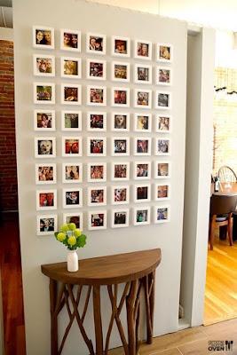Fotos com molduras nas paredes