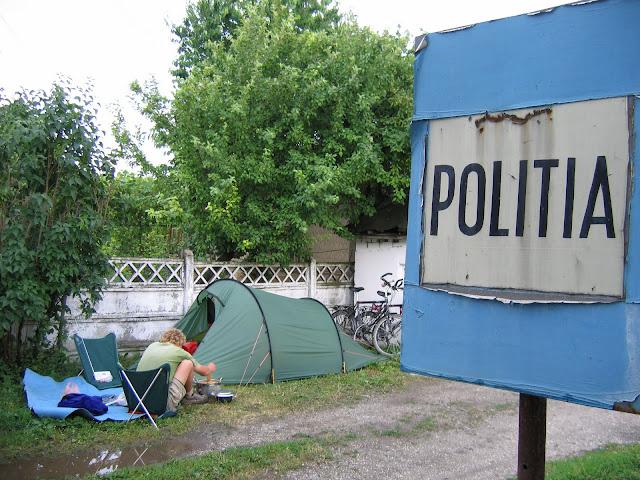 Eerste kampeerplaats in Roemenie. Lekker veilig...