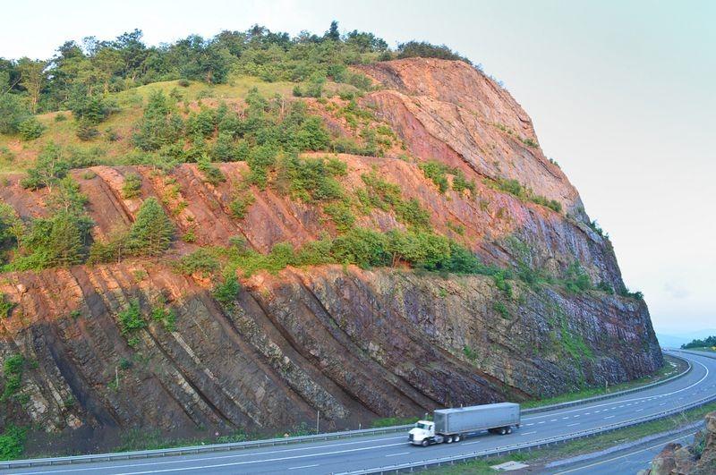 Sideling-Hill-Road-Cut-3
