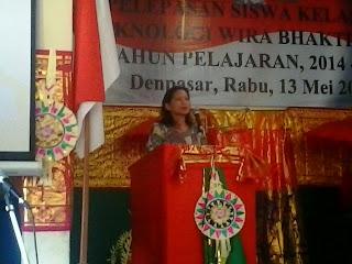 Ketua Komite SMK T Wira Bhakti Denpasar memberikan sambutan