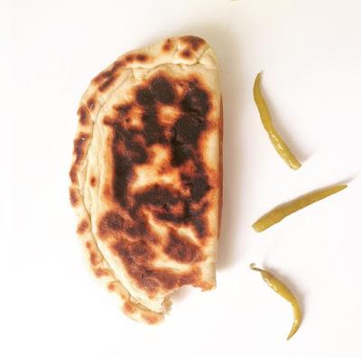 Pain farci, recette pain farci, recette simple de pain farci, pain au yahourte, yaourt nature, oeufs brouillés, bourek, brick, recette hmis, fromage, pain farci au fromage, recette pain simple, mesarticlesdujour, farine, oeufs, levure de biere, levure boulangere, eau, recette en images