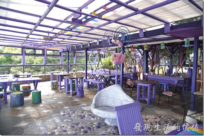 南投清境-瑪格麗特花園餐廳。上層為有點不露天的霧上咖啡館。