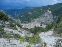 Der Ort Entrevaux. Im Ort rechts ab und hinauf zum Col de Félines (930 m) und Col de Trébuchet (1141 m).
