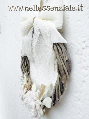 ghirlanda in legno di ulivo intrecciata a mano ornata con rose, creative art