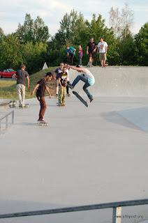 Bilder vom SkateContest (Sponsor Bretterbude) und der Live Musik (there is no try, prime time heroes, all days ending + dubworxx). Hammer Wetter, Hammer Contest, Hammer Musik. Da hat einfach alles gepasst. (Danke auch an die Kommunale Jugendarbeit + Skateboardfreunde Nürnberg)