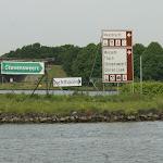 DSC05354.JPG - 29.05.2015.  Moza niedaleko Roermond; drogowskazy (?);  po lewej wejście na Kanał Juliany