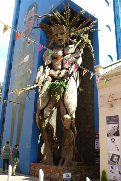 Зеленый человек на Фабрике Заварноего крема