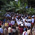 Prócz mnichów, tłumy mieszkańców okolicznych wiosek...