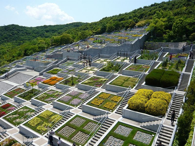 The 100 stepped garden of awaji yumebutai amusing planet for Cementerio jardin memorial