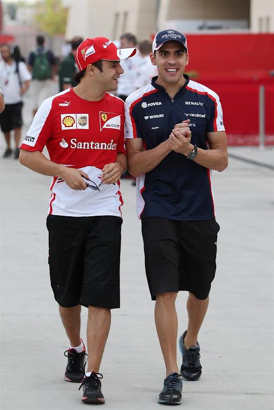 Фелипе Масса и Пастор Мальдонадо идут по паддоку Сахира на Гран-при Бахрейна 2013
