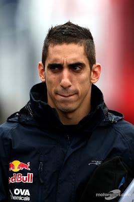 таинственный Себастьян Буэми гуляет по паддоку Нюрбургринга на Гран-при Германии 2011