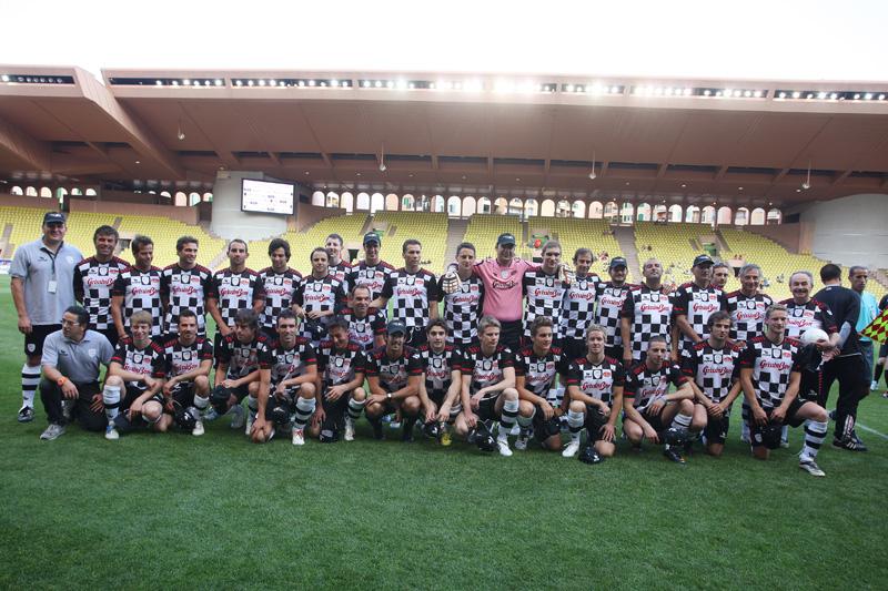 гонщики Формулы-1 и звезды футбола на благотворительном футбольном матче в Монте-Карло 2011