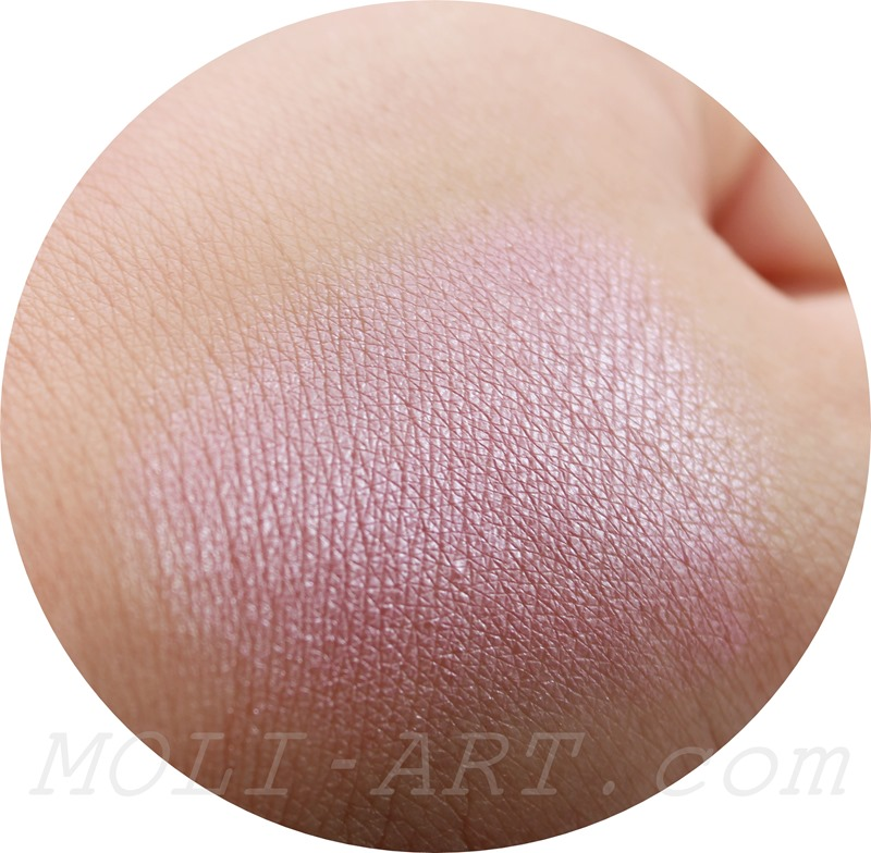 one-for-playing-games-makeup-revolution-blush-swatch